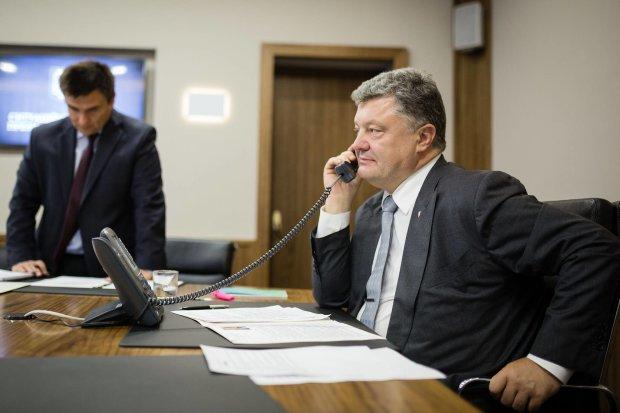 В сеть слили личный телефон Порошенко: призывают звонить и писать пожелания