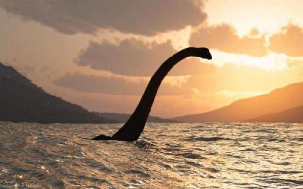 Неймовірного монстра з фільму жахів засікли в океані: відео