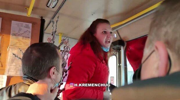 """""""Не хочешь сдохнуть, тв*рь?"""": """"голая"""" пассажирка маршрутки набросилась на мужчину из-за замечания"""