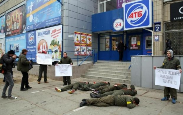 Співвласник АТБ скуповує українських силовиків, - політолог