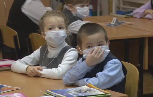 Міністр Степанов порахував, скільки масок треба школярам: сім'ям доведеться заощаджувати