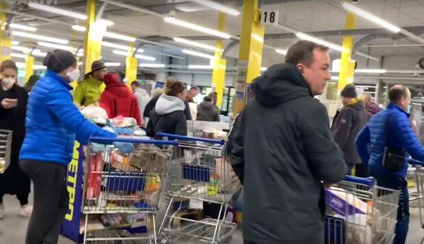 очереди в магазинах, скриншот из видео