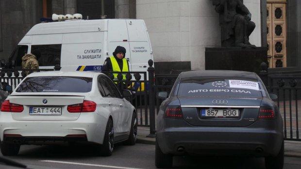 """Новые правила для """"евроблях"""": таможня подарила украинцам полезный документ"""