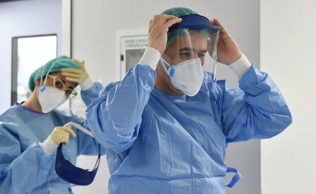 Лікарі та медсестри в боротьбі з коронавірусом, фото:EPA-EFE/ALESSANDRO DI MARCO