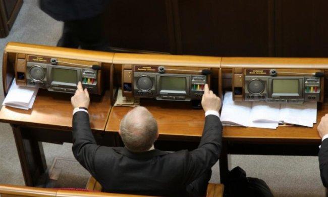 Депутатів-кнопкодавів позбавлять права голосу
