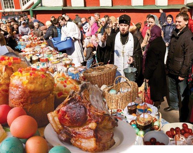 """""""Їж, бо зіпсується"""": медики розповіли, які продукти слід негайно викинути після Великодня"""