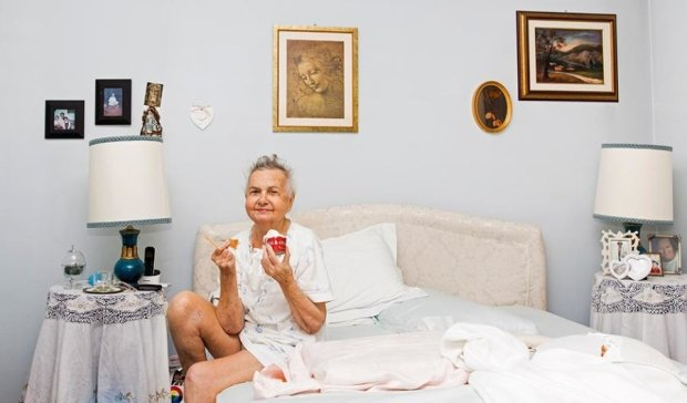Внучка відзняла останні півроку життя хворої бабусі (ФОТО)