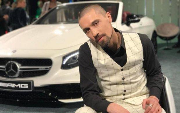 Дима Билан утонул в объятиях сепаратистского дедушки: фото