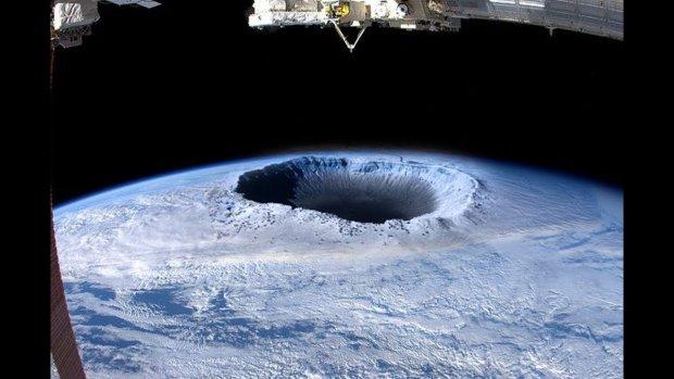 Спутник засек гигантскую дыру на Северном полюсе, правительство скрывает правду