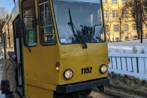 """Львовяне восстали против тотального хамства в трамваях: """"Я дальше не еду и деньги не верну"""""""