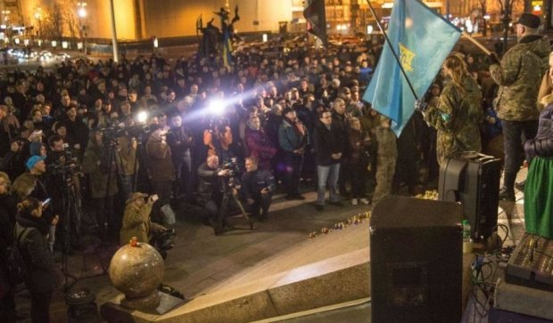 """""""Блокадники"""" громлять відділення банку на Хрещатику"""
