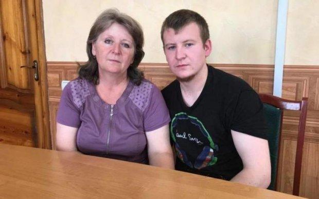 Встреча пленного россиянина с матерью: появились фото