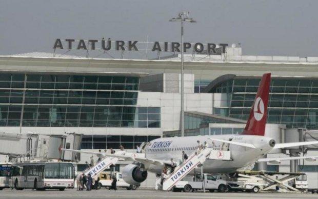 Пасажирські літаки зіткнулися в Стамбулі: фото