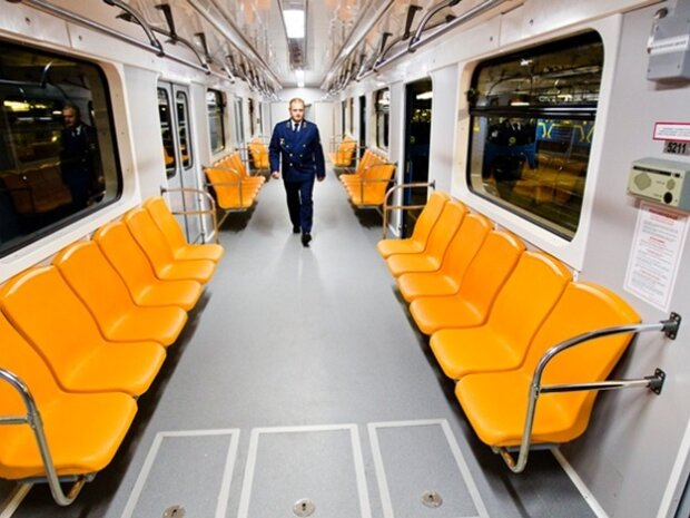 У Києві екстрено перекрили три станції метро, термінова евакуація: що відбувається