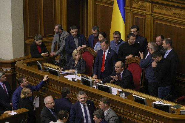 Депутати вирішили хильнути за закінчення роботи у Раді: скандальні фото банкету в парламенті