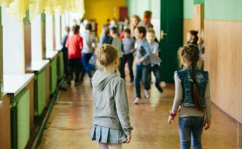 На Буковині терміново евакуювали цілу школу, діти в небезпеці: цей запах...