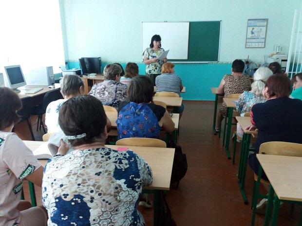 Рыдал весь класс: одесскую школьницу силой увезли в интернат