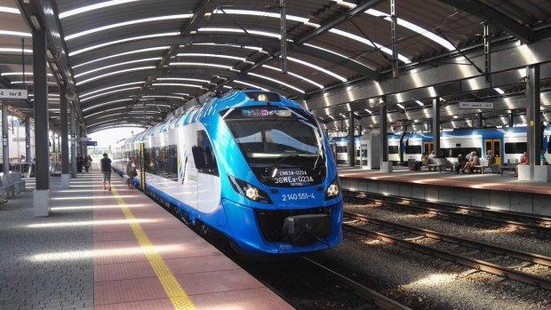"""Пасажири """"Укрзалізниці"""" ще не бачили такої дикості: промокли всі до нитки, сервіс по-українськи пробив дно"""