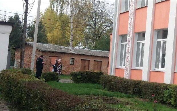 11-летняя девочка проводила опрос Зеленского, фото: Телеграмм / УС
