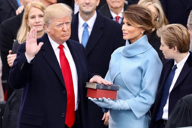 """Поки Трамп у відрядженні Меланія влаштувала у Білому Домі """"50 відтінків сірого"""