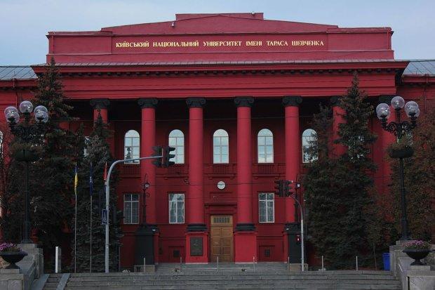Секс-скандал в университете Шевченко набирает обороты: пострадавшим от домогательств закрывают рты