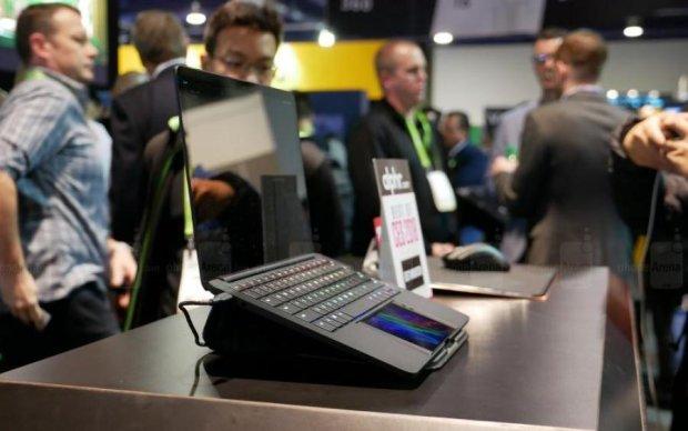 Смартфон скрестили с ноутбуком, и вот что из этого вышло: видео