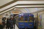"""Станция метро """"Крещатик"""", Униан"""