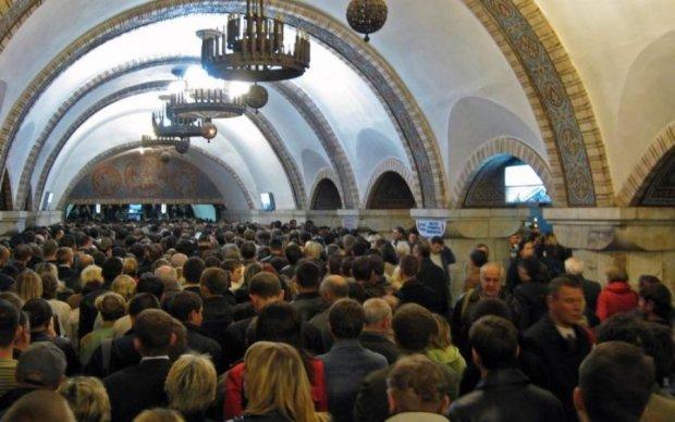 ТЕРМІНОВО! Київське метро паралізувала НП
