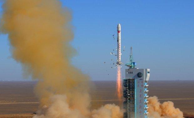 Китай запустив у космос новий супутник зв'язку: епічне відео