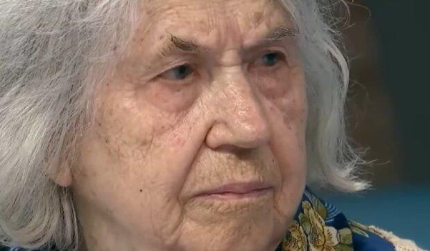 Онук б'є бабусю, кадр з ток-шоу Говорить Україна: YouTube