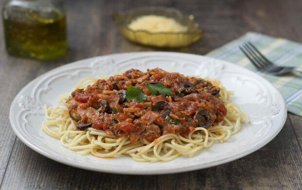 Что готовить в Великий пост: спагетти с капустой, орехами и томатным соусом