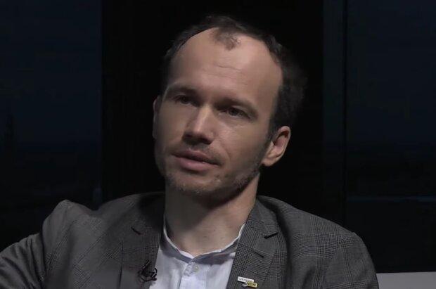 Денис Малюська, кадр з відео