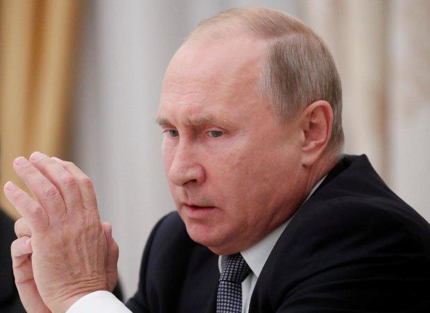 З Путіним на зустрічі з Лукашенко творилося щось недобре: хапався за крісло і смикав ногами