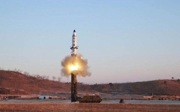 Скандальні випробування КНДР: ракета розірвалася на старті