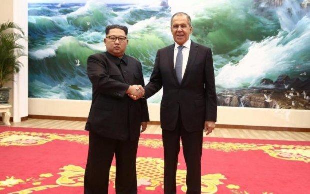 Путінський посіпака прибув на побачення з Кім Чен Ином: фото