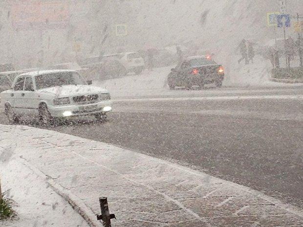 Крим засипало снігом (фото)
