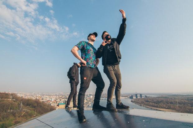Украинским подросткам массово срывает крышу жуткая игра, родителям надо быть внимательными