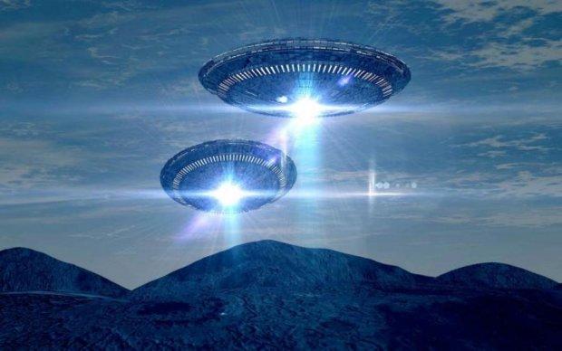 В грозовом небе Техаса засекли сразу несколько НЛО