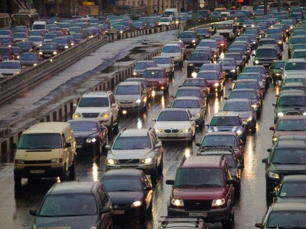 Київ паралізували гігантські затори: глушіть мотори і запасайтеся валер'янкою, - це надовго