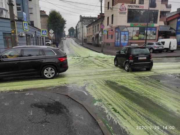 У Тернополі вулицями потекли зелені ріки, і Зеленський цього разу ні до чого