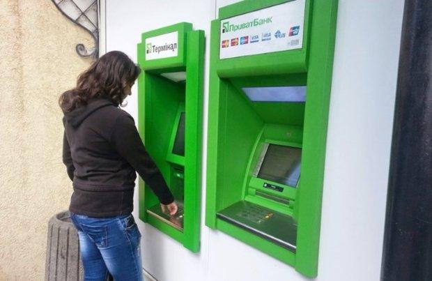 ПриватБанк оскандалився зі зняттям готівки: придивіться уважніше до банкоматів