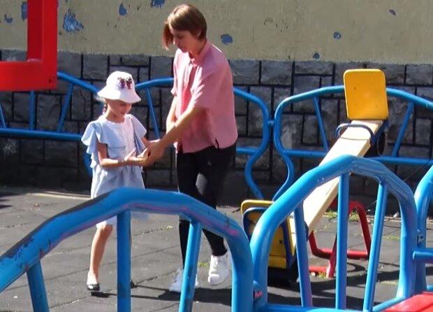 "Дитячий майданчик, фото:  ""Перший Кабельний"""
