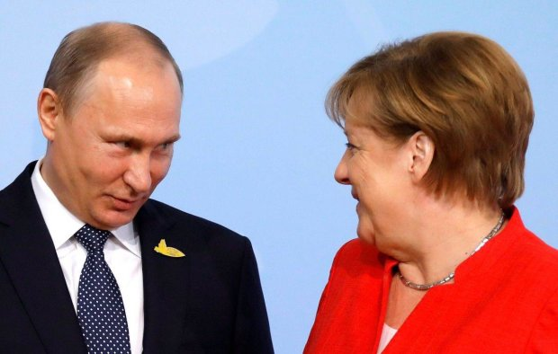 """Меркель поговорила с Путиным по душам и поздравила с наступающим: Украину """"сливают""""?"""