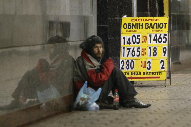 Курс валют на 23 квітня: долар лихоманить після виборів