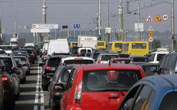 Травневі свята паралізували дороги Києва