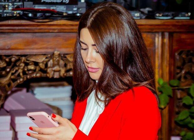 Раміна Есхакзай, Instagram