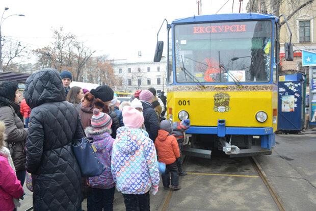 Осінні канікули перетворяться на казку: маленьких киян запрошують покататися на незвичайному трамваї