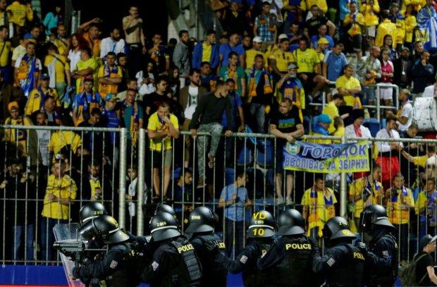УЕФА наказал ФФУ за поведение фанатов на матче Чехия - Украина