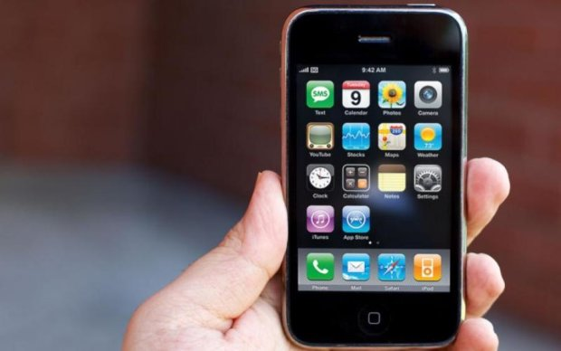 Перший iPhone перевірили на міцність