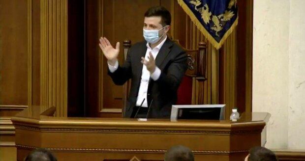 Владимир Зеленский во время голосования за рынок земли
